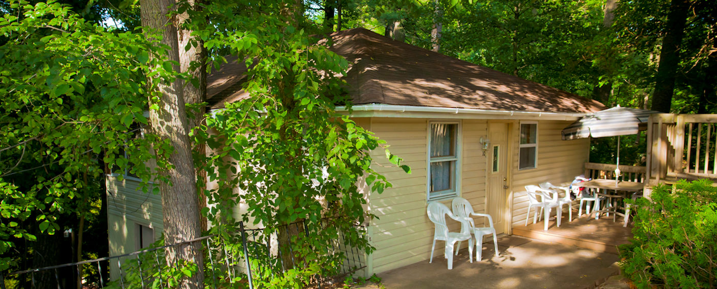 Book our <strong>3-bedroom cabin</strong> with kitchenette soon!