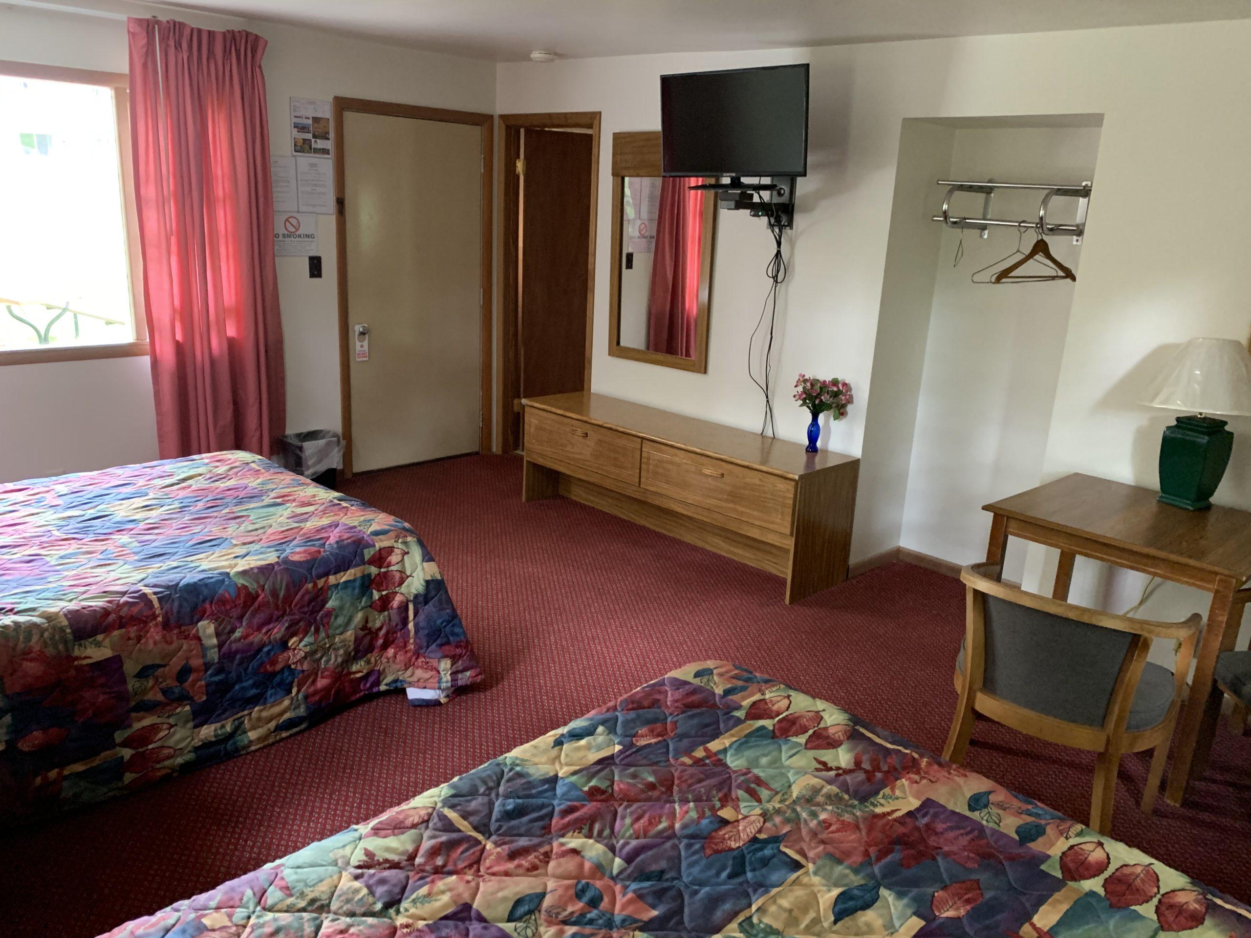 2 double beds Economy Room